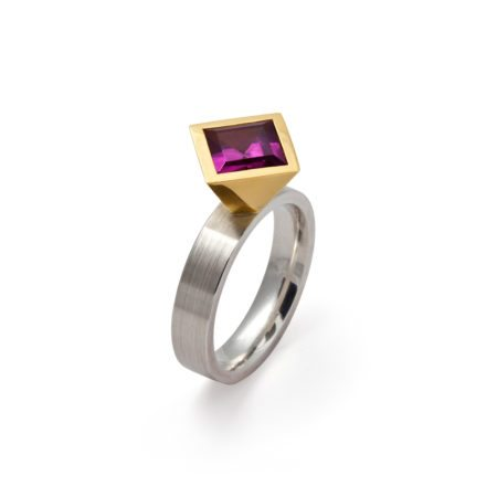 Cocktail ring - rhodolite garnet - two tone