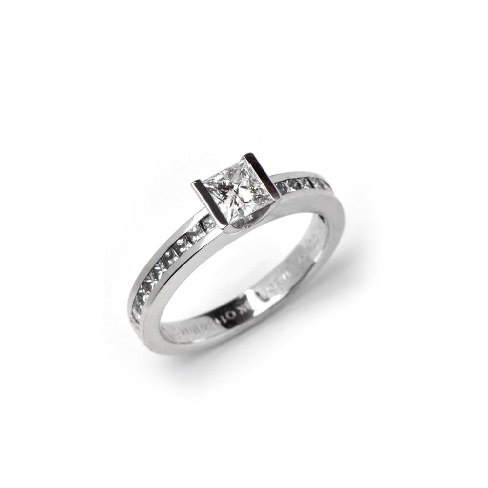 Diamond lika classic ring