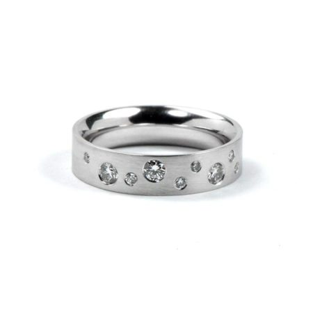 Diamond polkadot ring - white gold