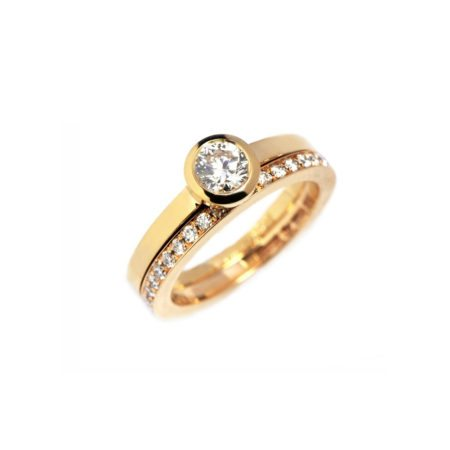 Diamond stockholm ring with diamond band