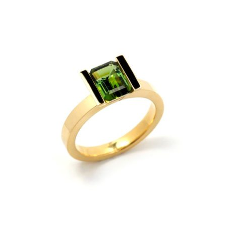 Green tourmaline lika ring