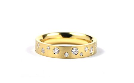 Yellow gold modern women's wedding ring with diamonds