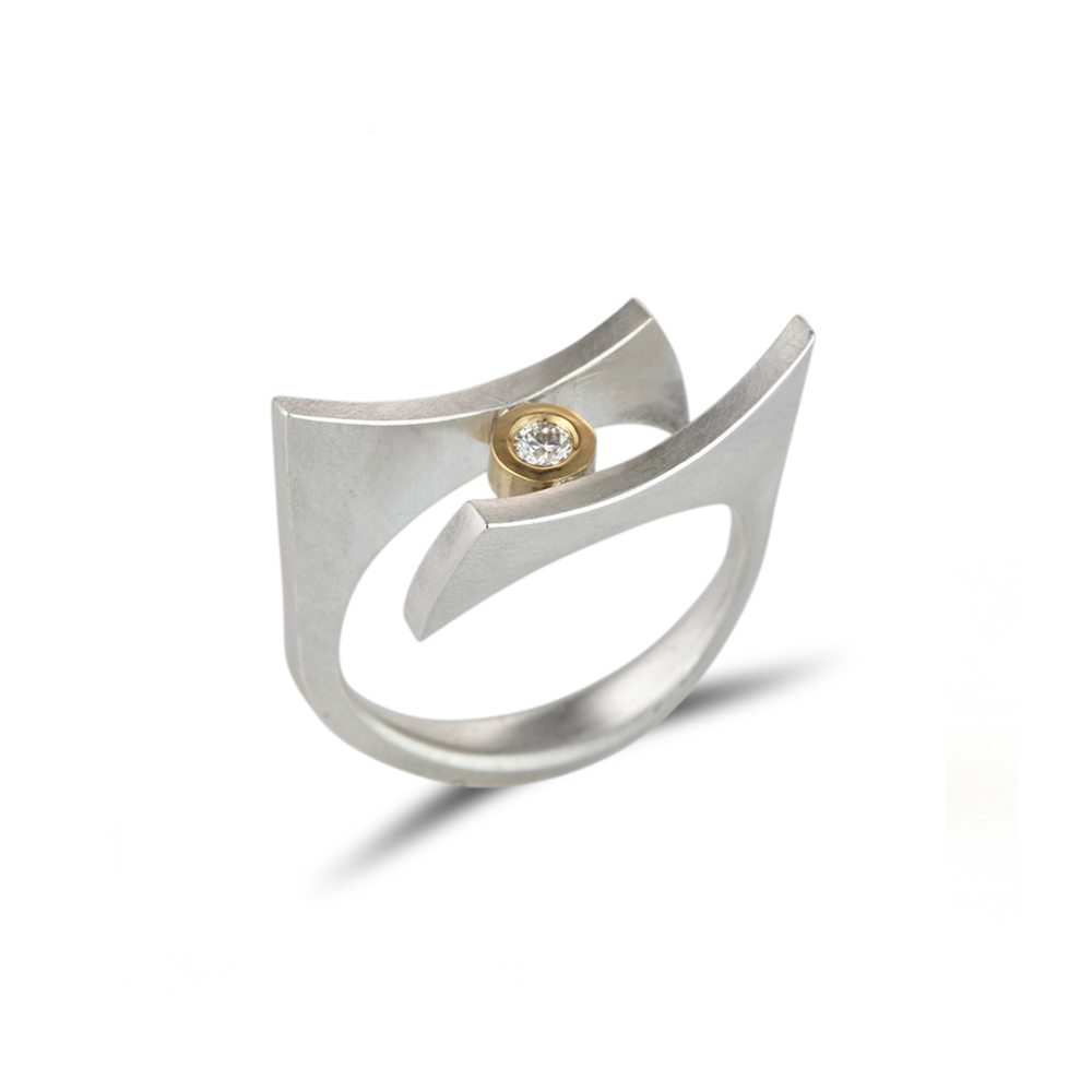 Angular silver quintet ring with diamond