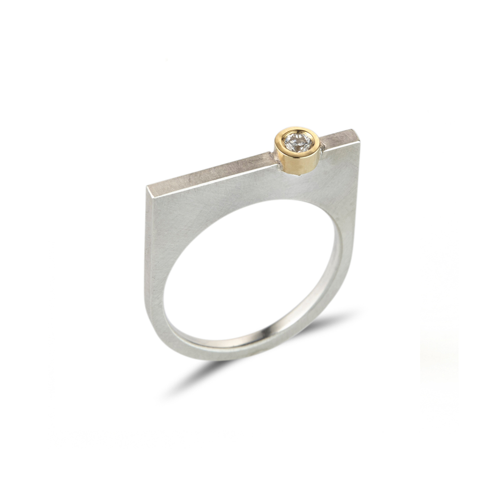 Straight silver quintet ring with diamond