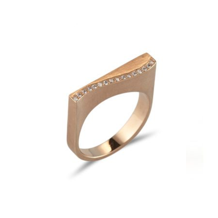 Wave quintet ring with diamonds